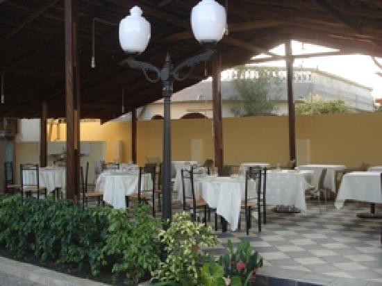 Spintex Inn: Terrace restaurant