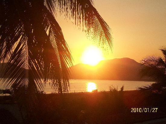 Hotel Vista Playa de Oro Manzanillo: sunset by the top of the hotel