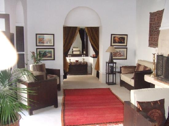 Riad Hayane: The public lounge