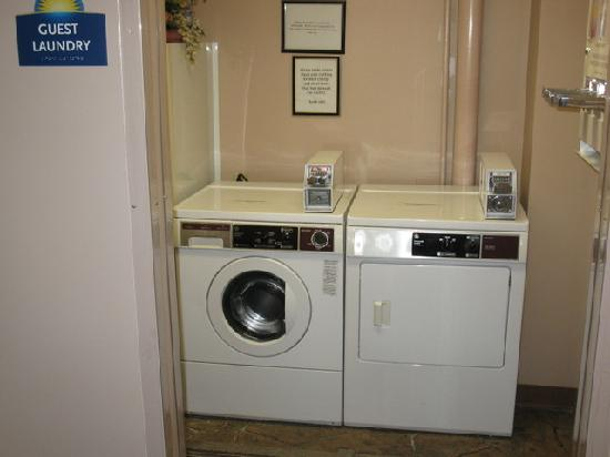 Days Inn Bangor Airport: Guest Laundry Room - Days Inn BGR