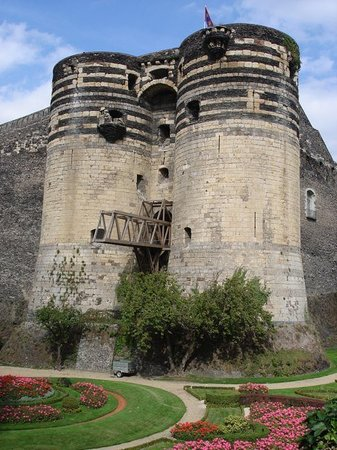 ‪Castle of Angers‬