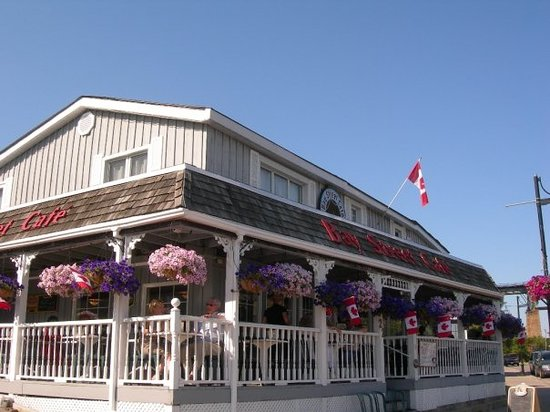 Bay Street Cafe in Parry Sound serves the worst burgers ever. Don't go there!