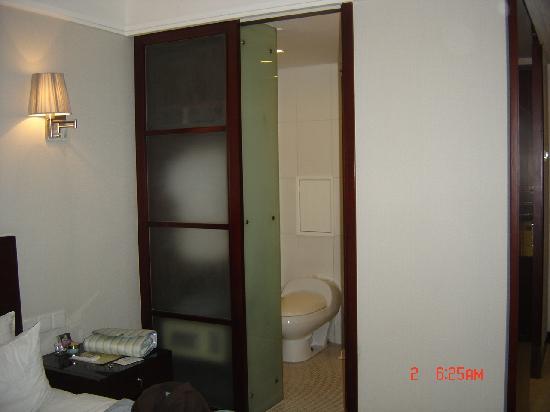 Days Inn Forbidden City Beijing: bathroom