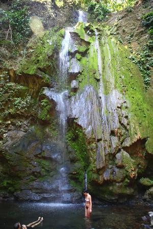 Osa Clandestina: Waterfall hike