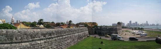 فندق لا باسيوني: The historic city walls by day