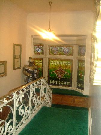 Castle Inn Bed and Breakfast: stairwell