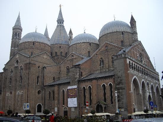 Basilica di Sant'Antonio: St Antonio聖堂の外観