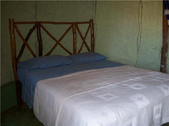 The Pickled Onion B&B & Restaurant Uxmal: My Comfortable Bed at The Pickled Onion