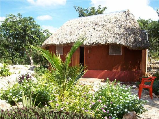 The Pickled Onion B&B & Restaurant Uxmal: Another View of the Mayan Style Cabanas and Garden
