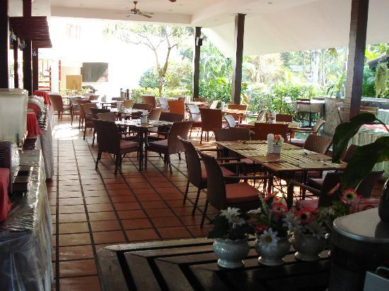 Royal Orchid Resort : Coffee Shop - Excellent Food
