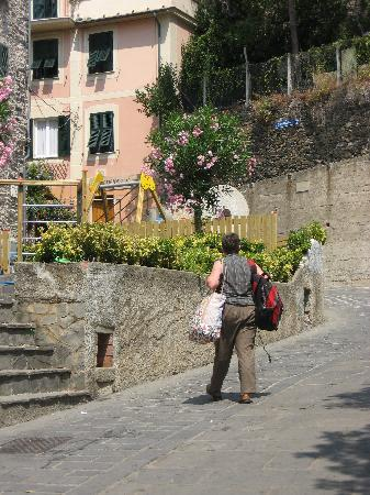 Up the Hill to Pensione Sorriso