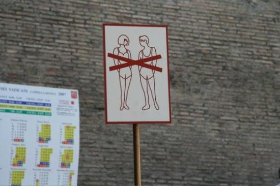 St. Peter's Square (Piazza San Pietro): dress code for the vatican.