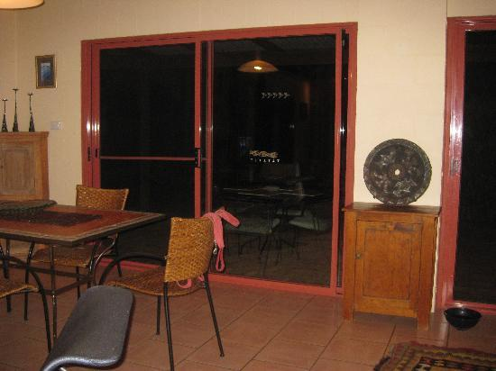 Akoonah Cottages - Byron Bay Hinterland : Dining Area