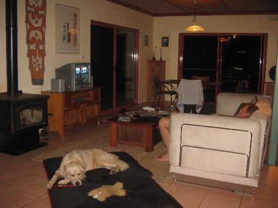 Akoonah Cottages - Byron Bay Hinterland: Lounge
