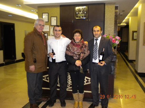 Maywood Hotel: Con Vural e Mehmet