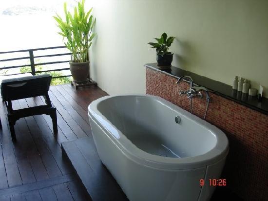 The Tongsai Bay: The bath on our balcony