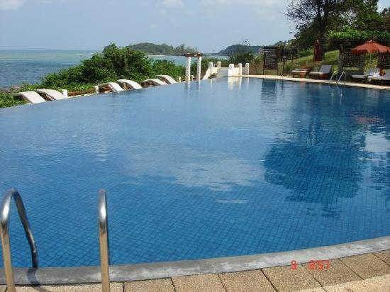 The Tongsai Bay: The infinity second pool