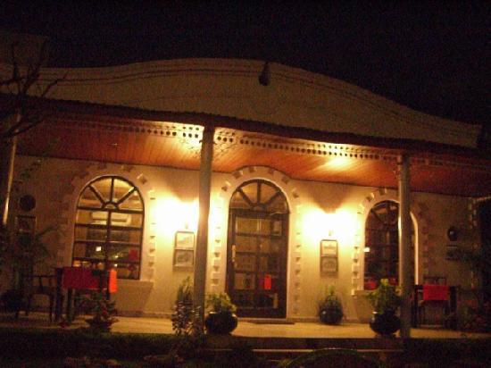 Sugan Niwas Palace: レストランの入り口