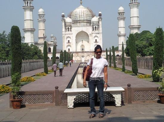 Inside the Maqbara - Picture of Bibi Ka Maqbara ...