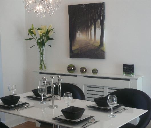 Love-Cheltenham: Dining area apartment 6 & 9