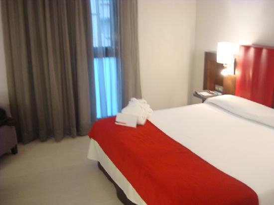 Hotel Ciutat de Girona: Letto2