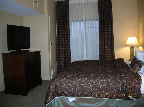 Staybridge Suites Buffalo-Airport: bed