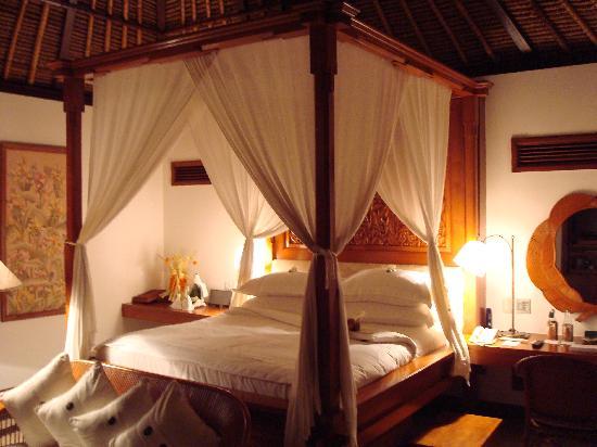 The Oberoi Bali: Bedroom of villa