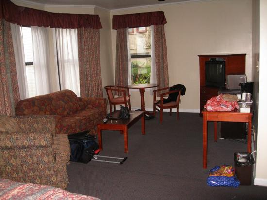 Alpha Inn & Suites: view of the sitting area