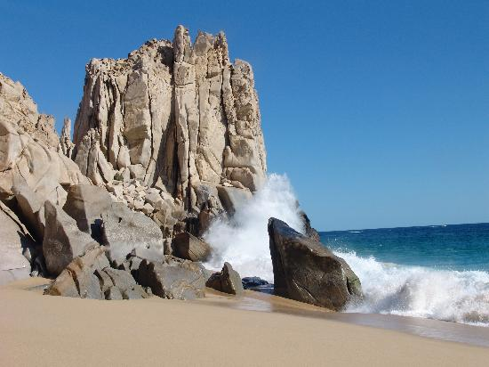 Sandos Finisterra Los Cabos: Rock formation south end of beach