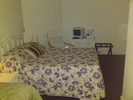 Clifton House Hotel: Big comfy double bed
