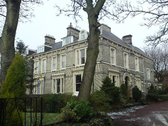 Clifton House Hotel : Hotel from the outside