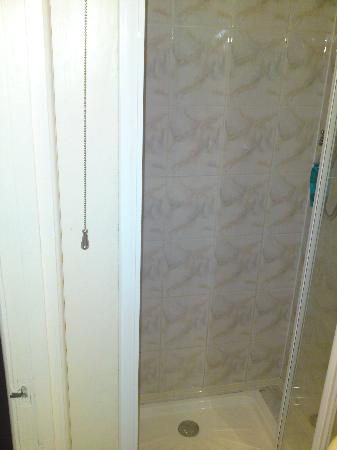 Clifton House Hotel : The shower in the en suite