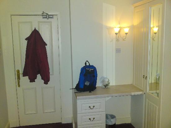 Clifton House Hotel : Wardrobe in room 8