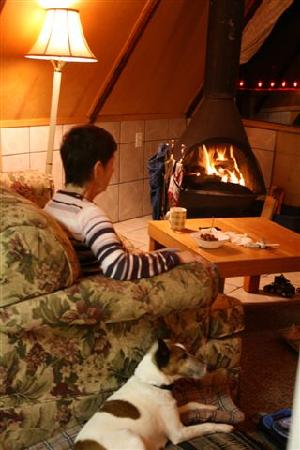 Duffin Cove Oceanfront Lodging: a fire, a quiet moment and a friend