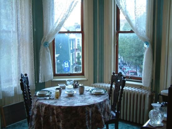 DeFeo's Manor B&B: View of breakfast nook...