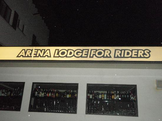 Arena Lodge: the bar of the hotel
