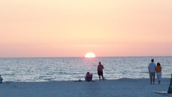 Crescent Tower Beachfront: Another great sunset!