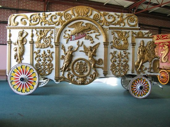 Baraboo, WI : This is the biggest collection of Circus Wagons in the world. They did a great job restoring the