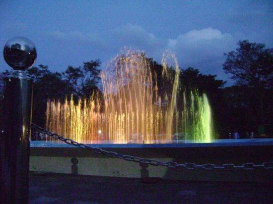 Mandya, India: Musical Fountain........ watched after a long time...... Amazing, spectacular........ no words..