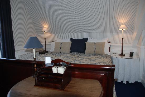 Maison le Dragon Guesthouse: The room