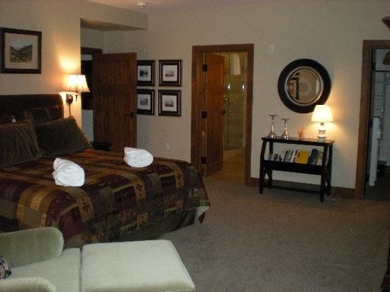 Snow Cloud Lodge : large bedroom