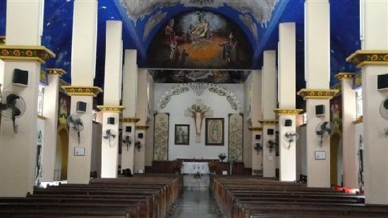 La Crucecita: Inside church