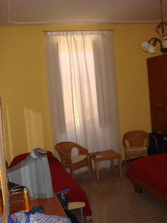 La Bella Giuliana Bed and Breakfast : The room as you walk in; breakfast is brought in and placed on small table by window.