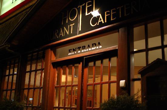 Montecarlo Hotel: Front door
