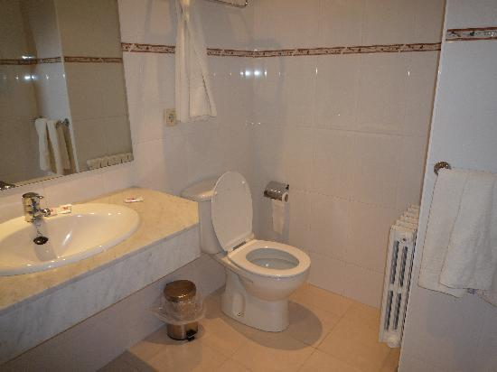 Montecarlo Hotel: Bathroom