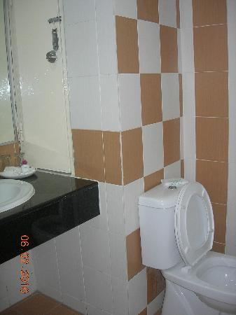 Sungai Petani Inn: The bathroom