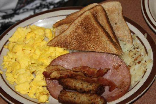 Howard Johnson Hotel by the Falls Niagara Falls : breakfast