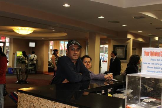 Howard Johnson Hotel by the Falls Niagara Falls : reception