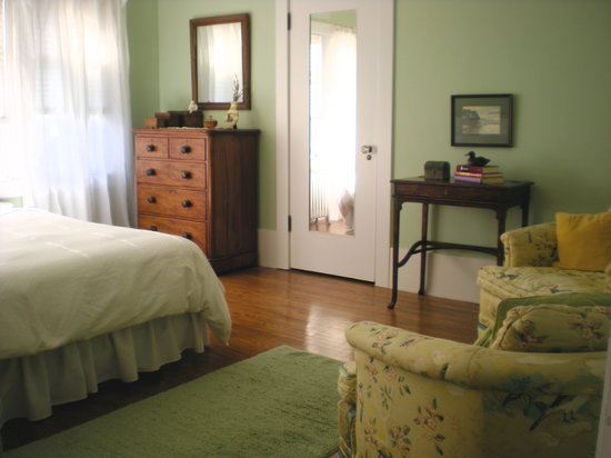 Mary's Bed and Breakfast: Green room