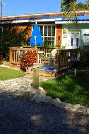 Island Bay Resort : Outside of cottage-Island Bay